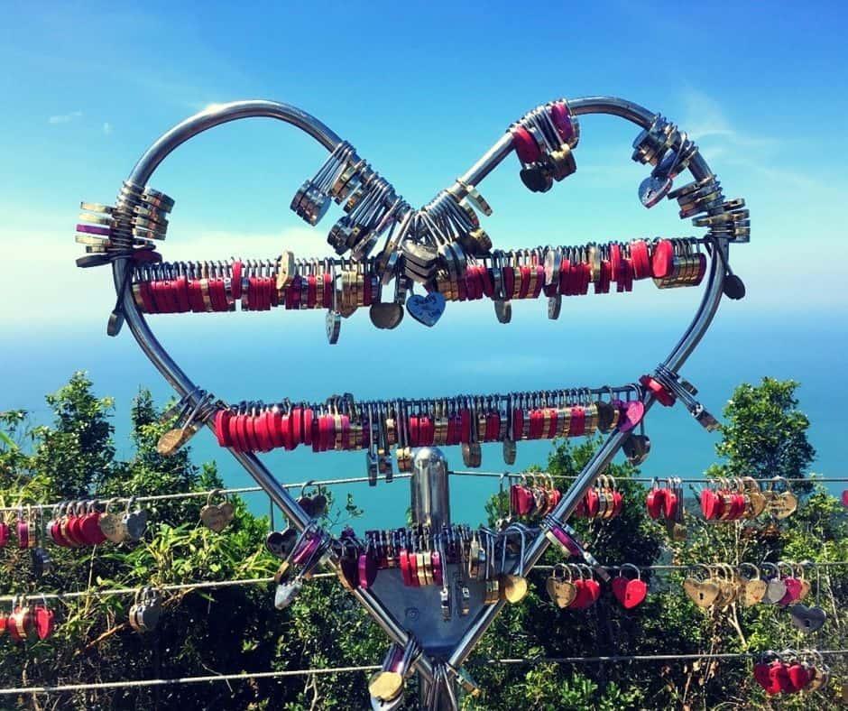 Khóa tình yêu trên cầu SkyBridge