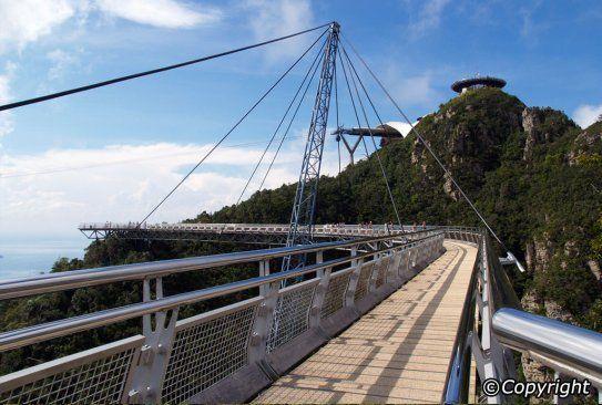 Một góc lối đi của cầu