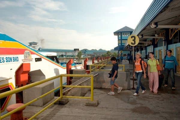 Di chuyển bằng tàu đến Skybrigde