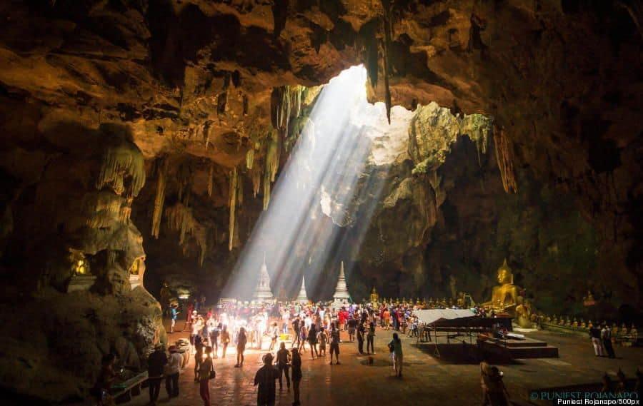 Bên trong hang Đền