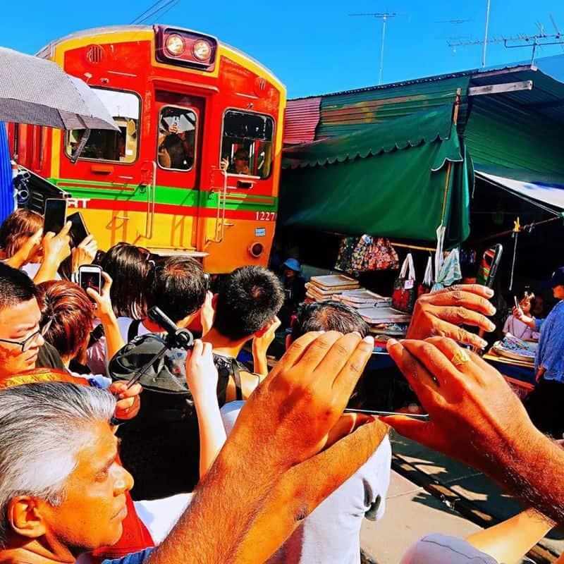 chợ đường ray Maeklong Thái Lan