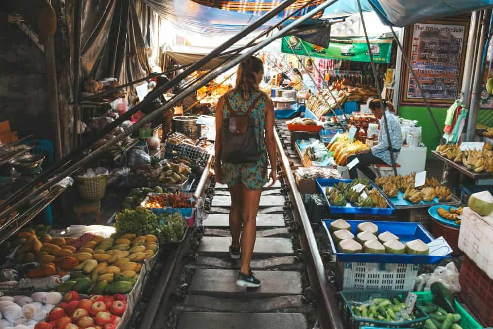 chợ đường ray Maeklong Railway Market Thái Lan