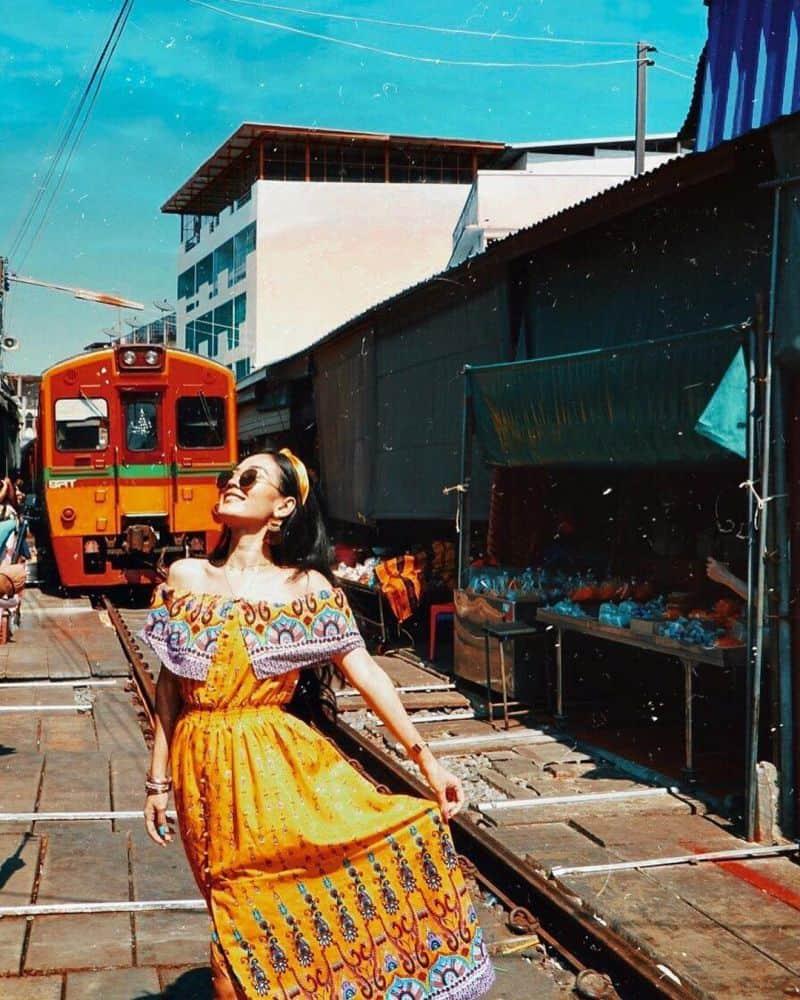 khu chợ đường tàu Maeklong Thái Lan