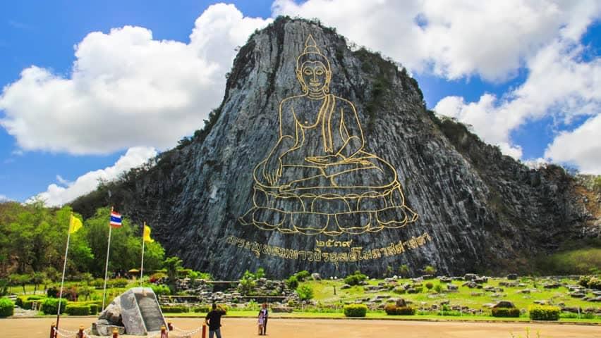 Tượng Phật được khắc nổi trên núi Khau Chee Chan