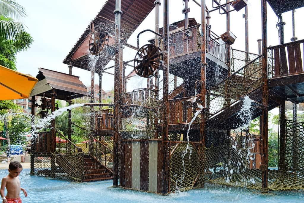 Trò chơi ở công viên nước Adventure Cove Waterpark
