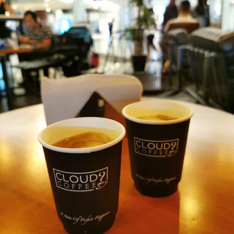 Quán cafe Cloud9 bằng cửa kính