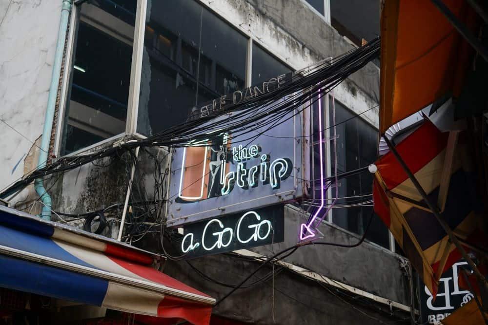 Chơi gì ở chợ đêm Patpong