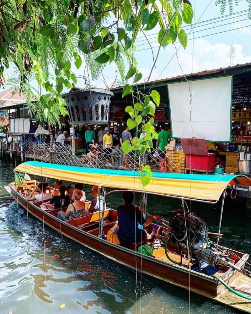Chợ nổi Khlong Lat Mayom nằm ven sông
