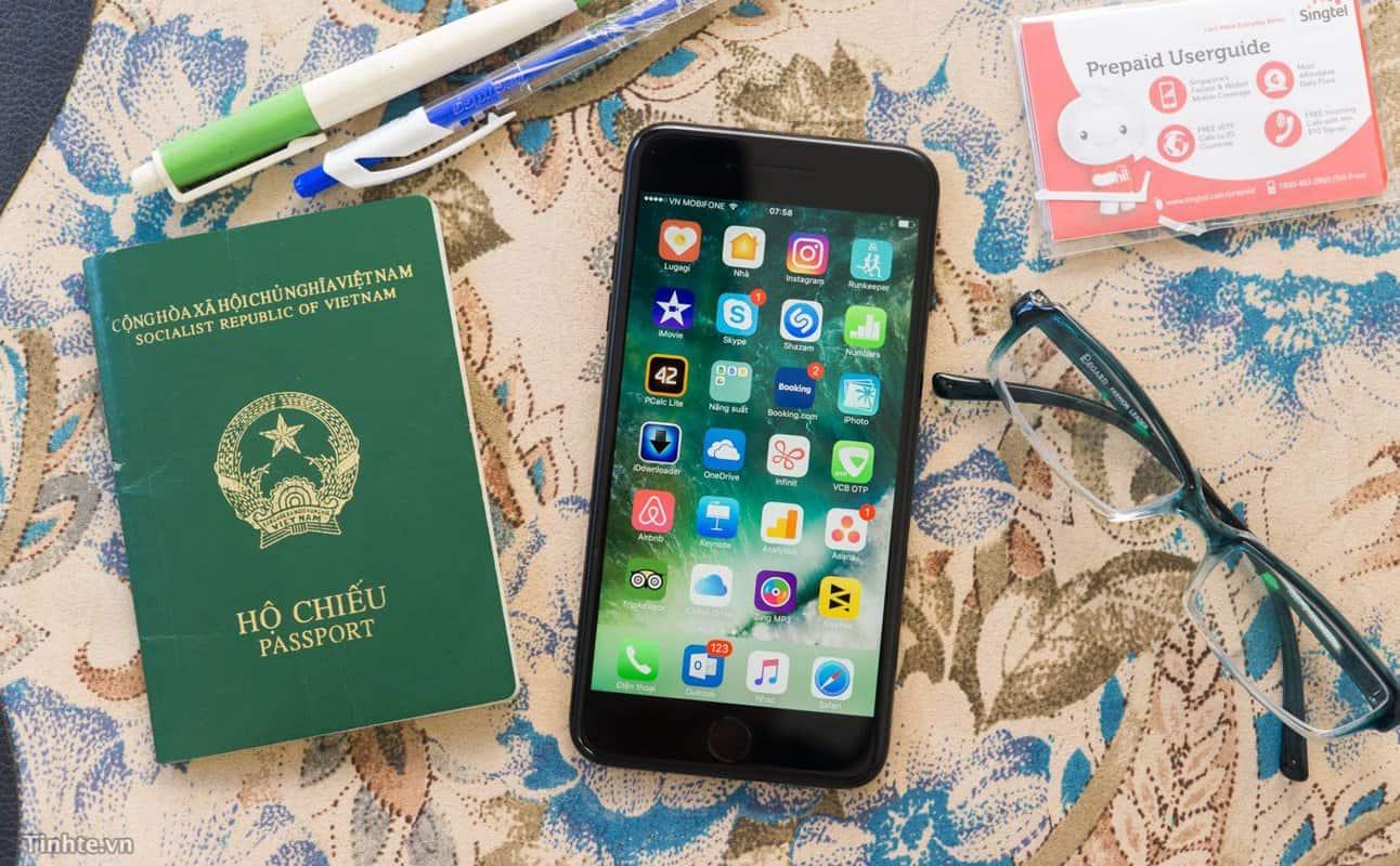 Giấy tờ tùy thân đi kèm (hộ chiếu, chứng minh nhân dân)