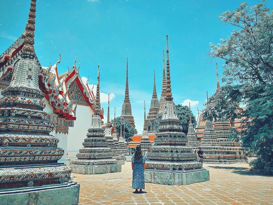 khi tham quan các chùa chiền, di tích, hoàng cung Thái Lan thì không nên mặc quần áo hở hang
