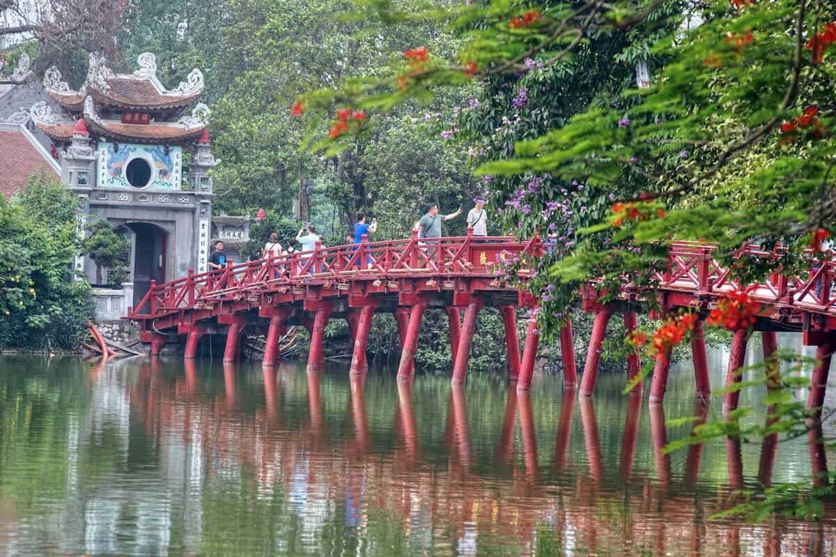 Hồ Gươm - đền Ngọc Sơn - cầu Thê Húc