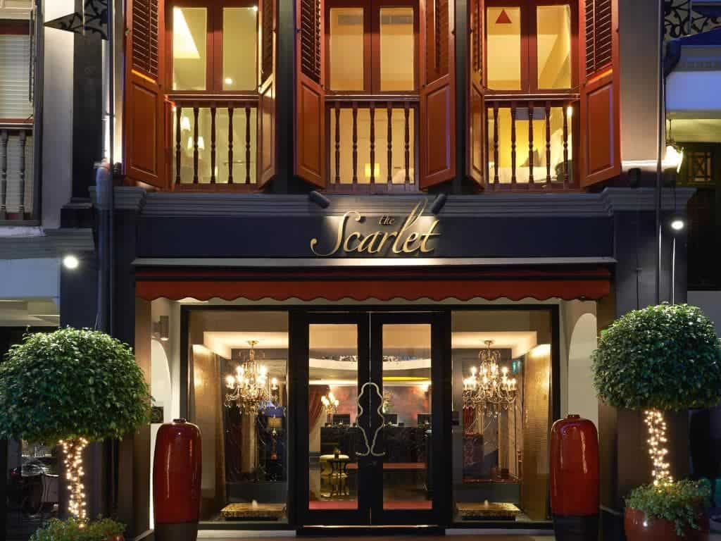 Khách sạn The Scarlet