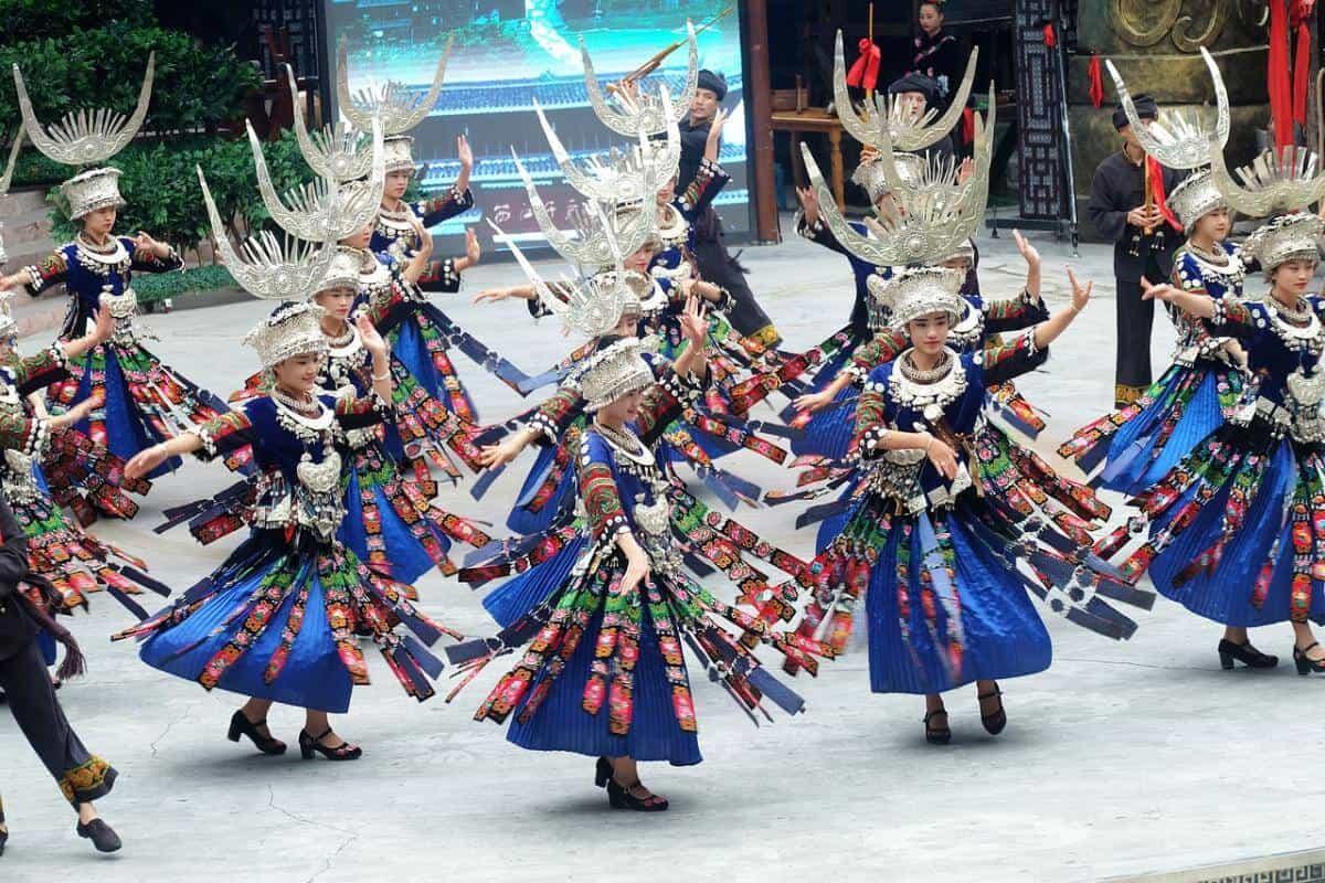 Làng Thiên Hộ Miêu Trại - Làng của người dân tộc Miêu lớn nhất Trung Quốc