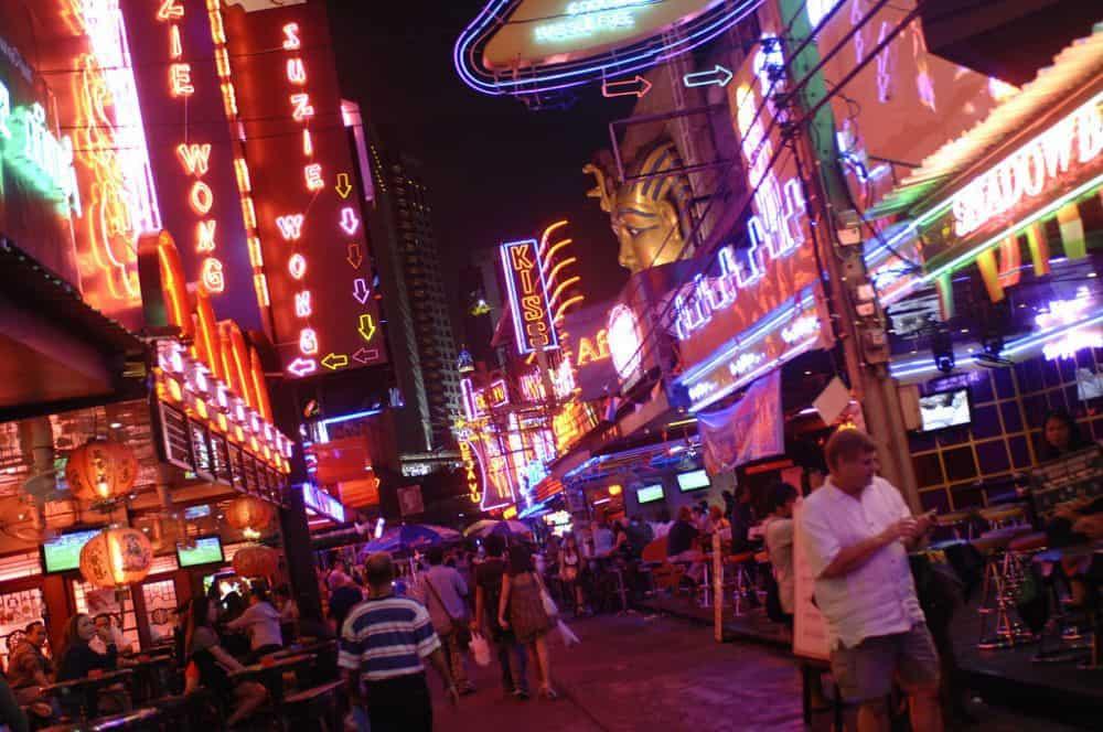 phố đèn đỏ Nana Plaza ở Thái Lan
