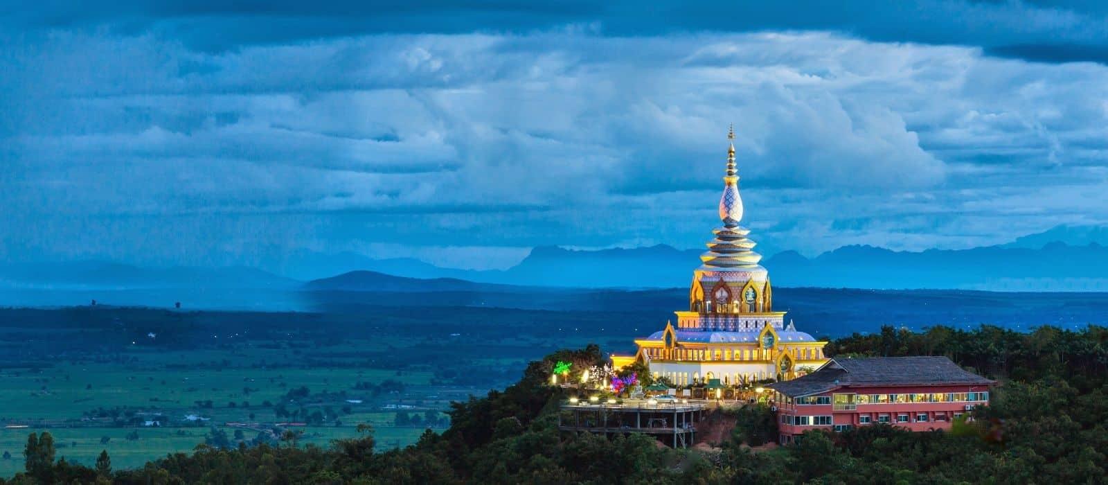 Buổi sáng bạn dành thời gian nghỉ ngơi, mua sắm và sắp xếp hành lý trở về Việt Nam.