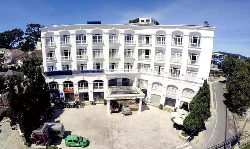 Toàn cảnh khuôn viên khách sạn Iris