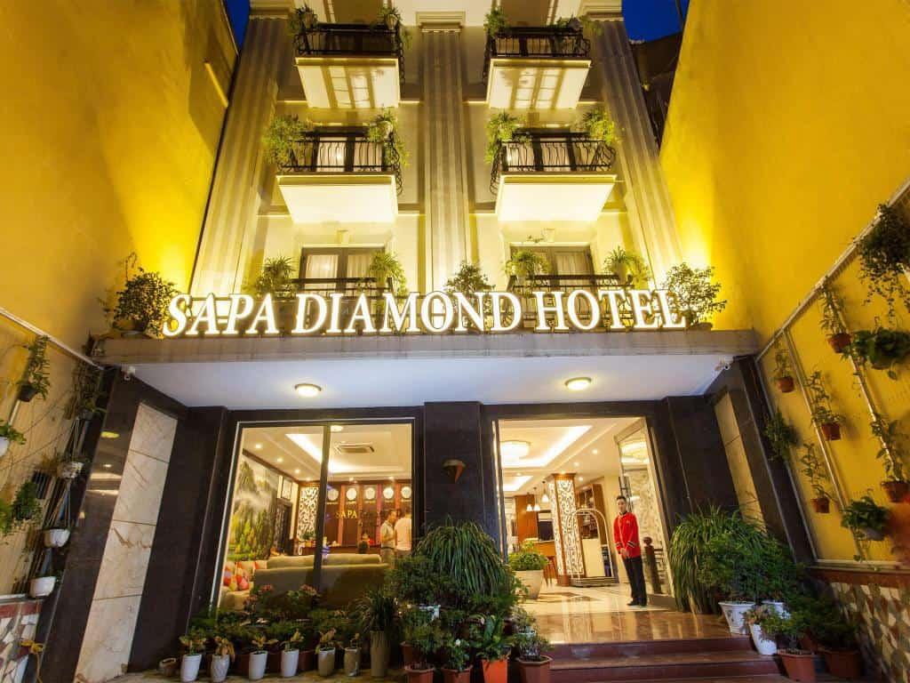 khách sạn 3 sao Diamond hotel