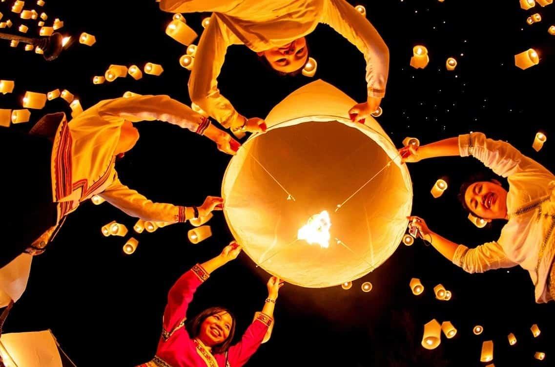 lễ hội đèn trời ở chiang mai thái lan