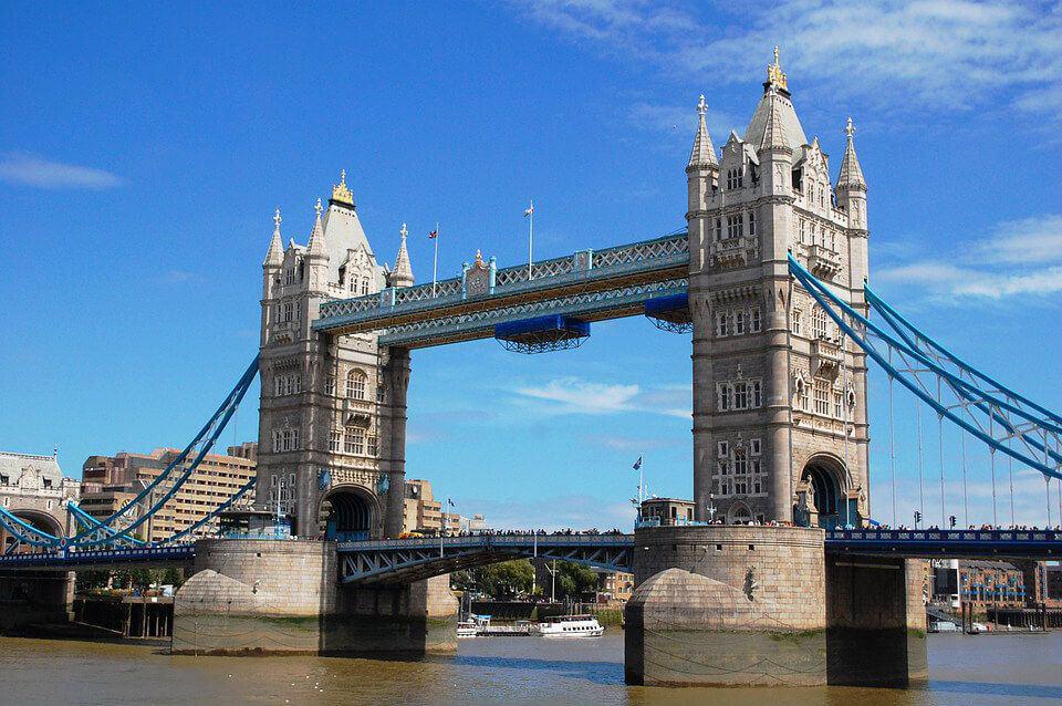 Cầu tháp (Tower Bridge)