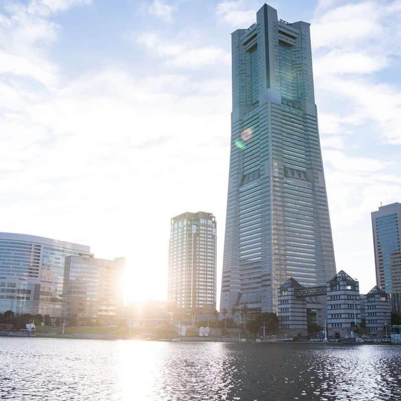Tháp Yokohama Landmarklà một khu phức hợp được có chiều cao 296m.