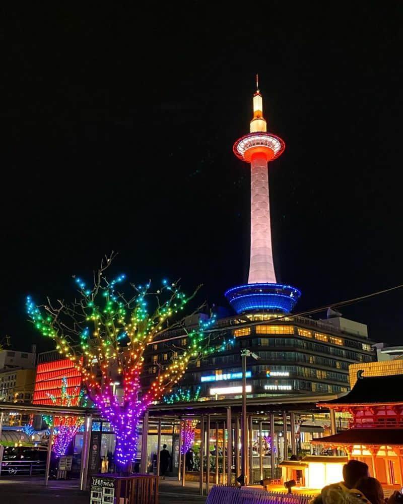 Đây một biểu tượng của thành phố du lịch này, được ví như ngọn đèn soi sáng cho toàn Kyoto.