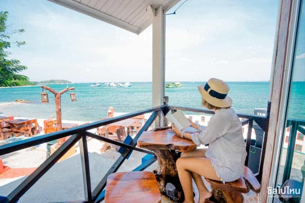 Bãi biển đẹp đông khách du lịch tại Pattaya