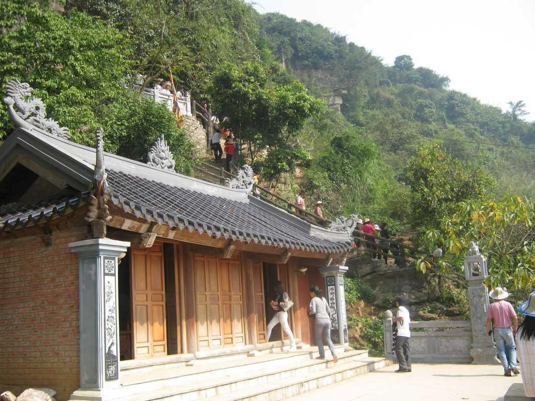 Du lịch Ninh Bình ở đền Cao Sơn