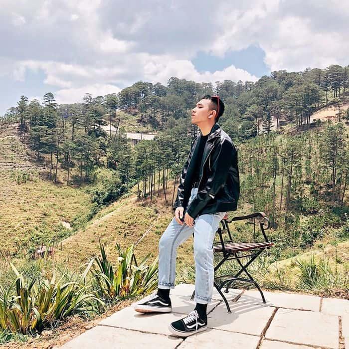 Chiếc áo khoác denim mix cùng quần jean