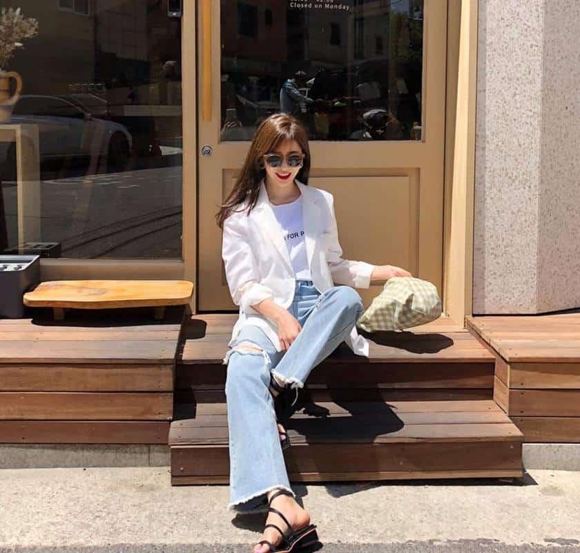 Áo trắng mix quần jean - du lịch đà lạt nên mặc đồ gì