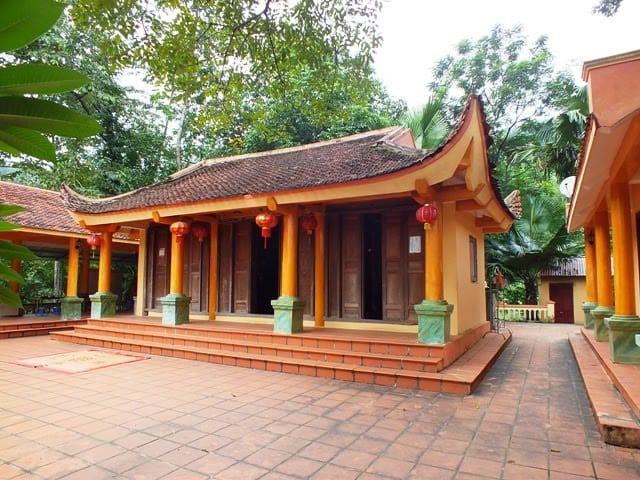 Không gian chùa Sùng Khánh