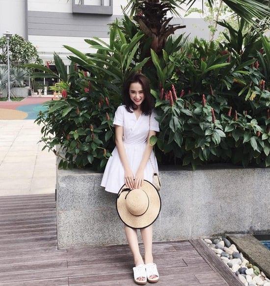 Váy trắng tinh khôi
