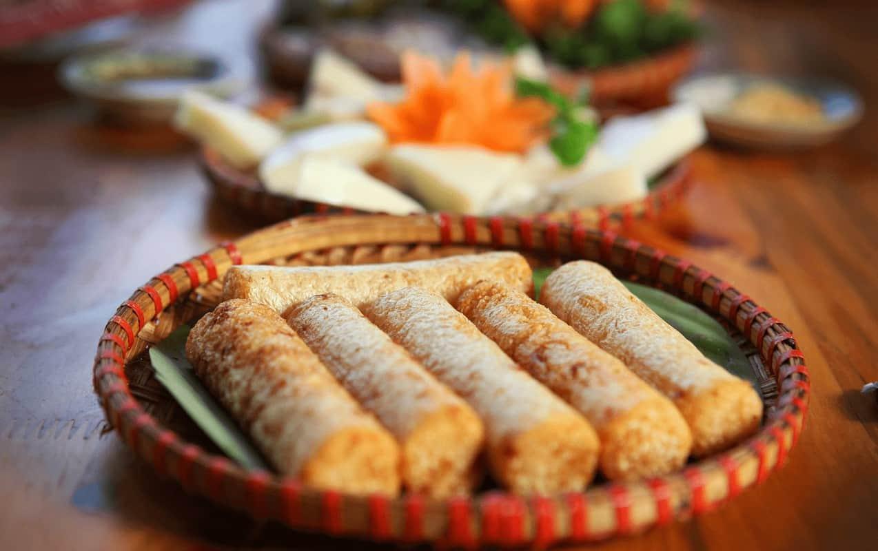 Cơm lam Bắc Mê - Du lịch Hà Giang tháng 7 ăn gì ngon?
