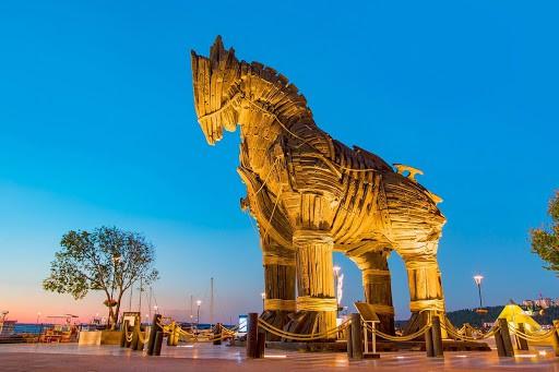 Con Ngựa cổ Holywood thành Troy