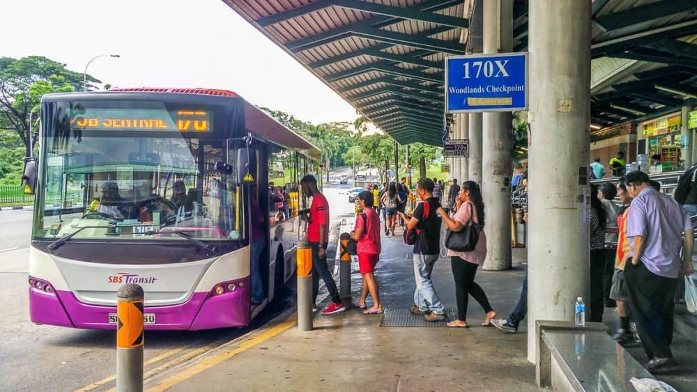 Di chuyển từ Singapore đến Malaysia bằng xe bus