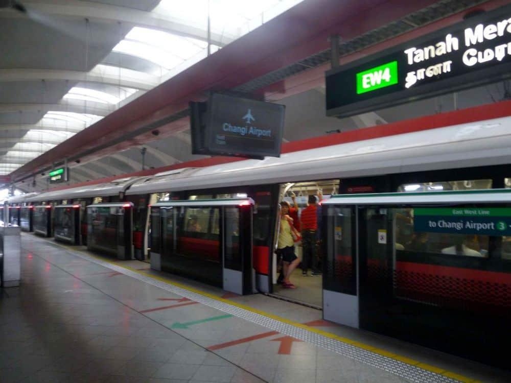 Di chuyển ở Singapore bằng tàu điện ngầm