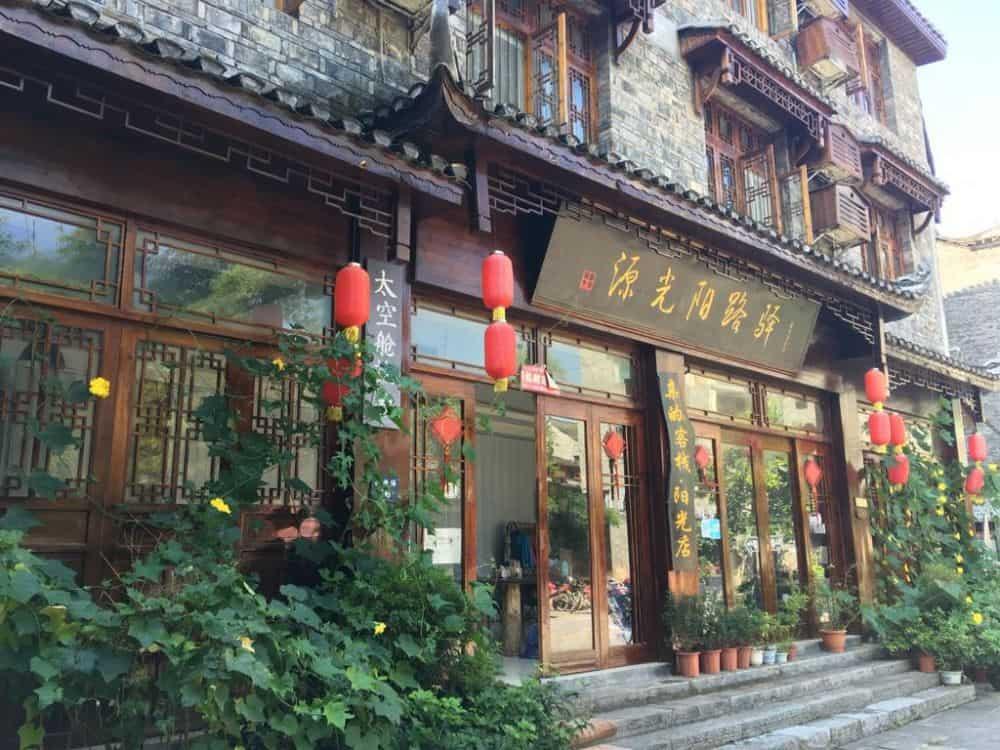 Khách sạn ở Phượng Hoàng Cổ Trấn