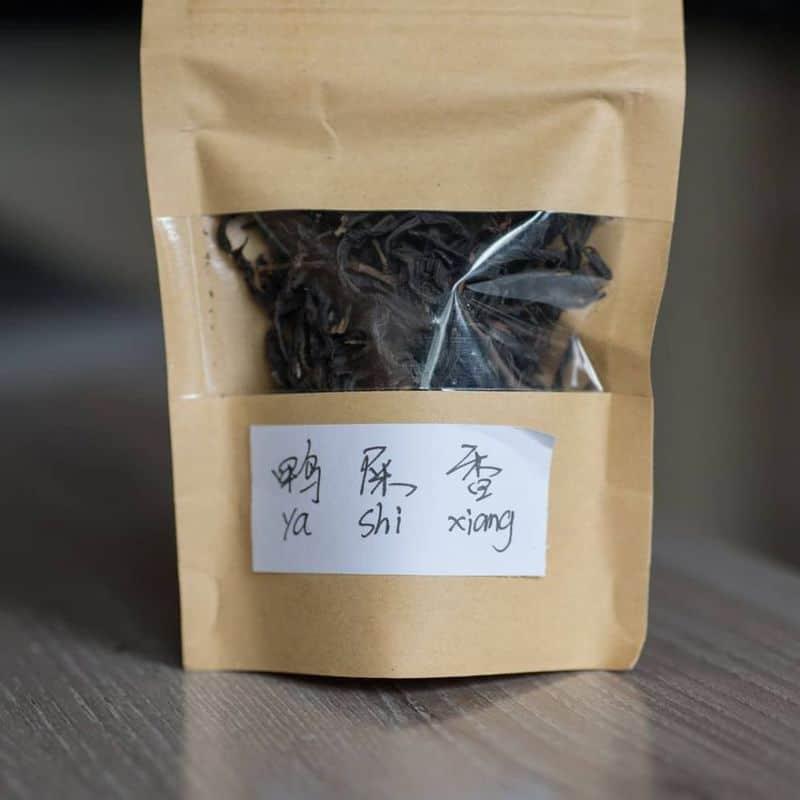 Mua trà đen tại Phượng Hoàng Cổ Trấn