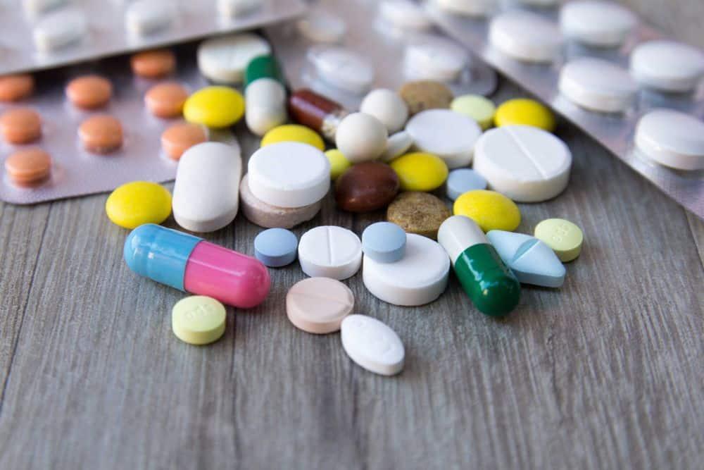 Mang theo thuốc khi đi du lịch