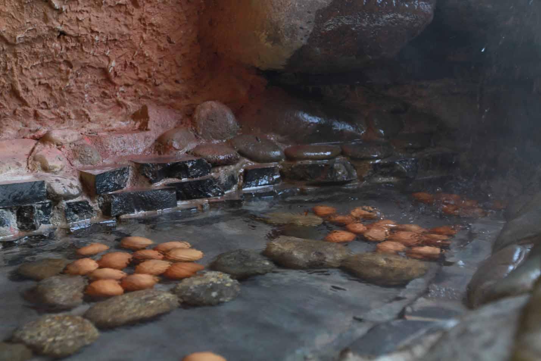 Thưởng thức trứng trường thọ khi đi núi Thần Tài Đà Nẵng