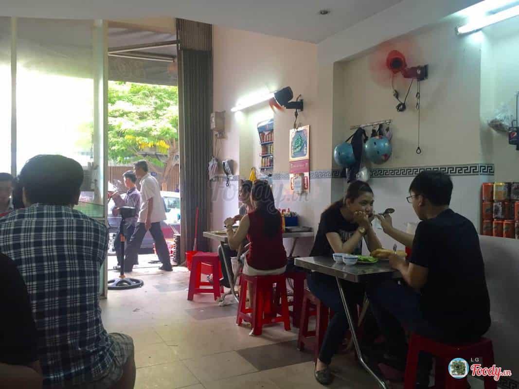 Ăn sáng tại quán bò né Quốc Minh