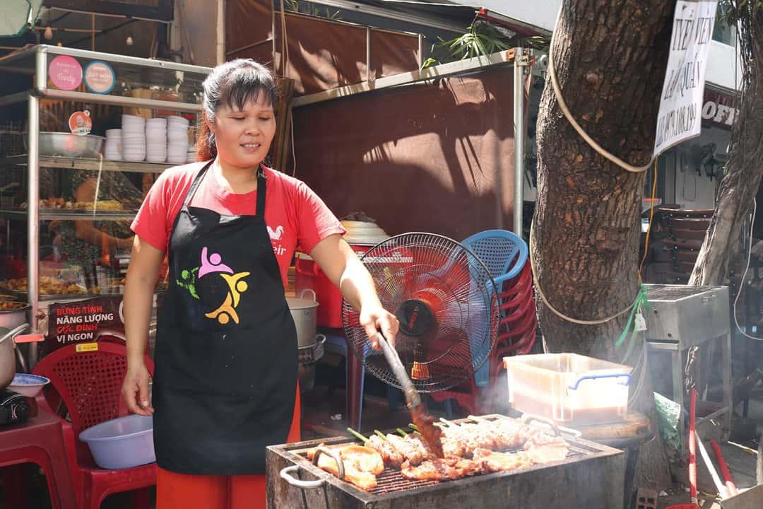 Bún thịt nướng bà Tuyết ngon, rẻ ở Đà Nẵng