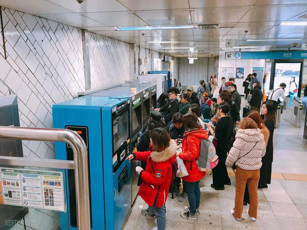 Di chuyển bằng tàu điện ngầm ở Hàn Quốc