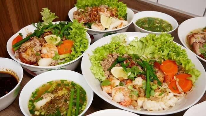 Phố ẩm thực Huỳnh Thúc Kháng