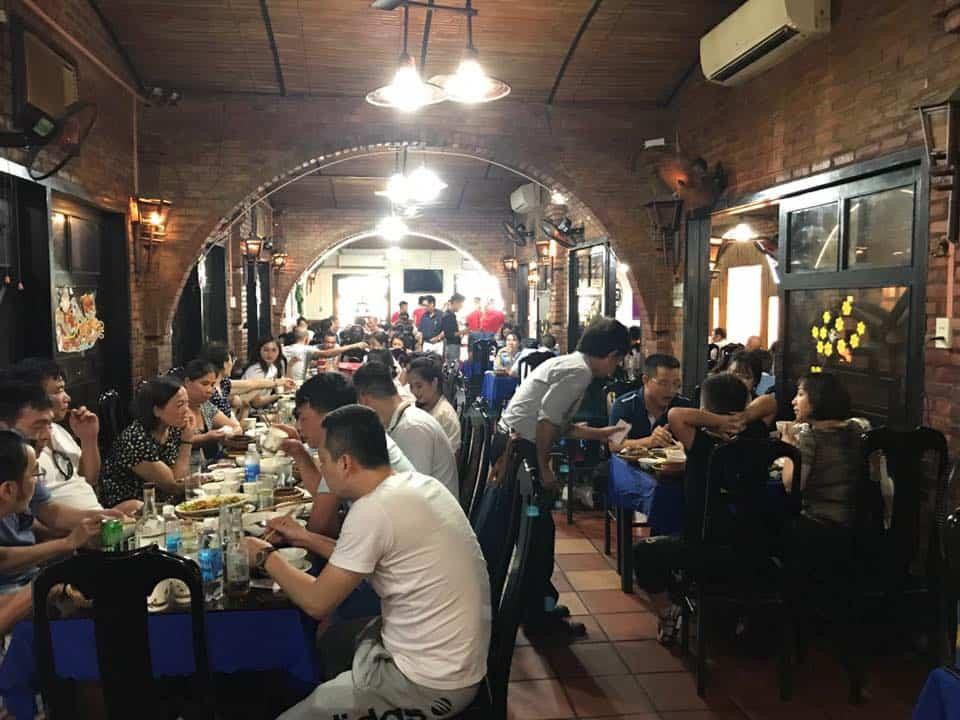 Không gian nhà hàng Nhà Đỏ Đà Nẵng