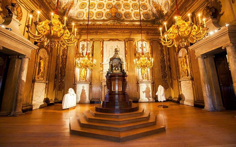 Kiến trúc bên trong cung điện