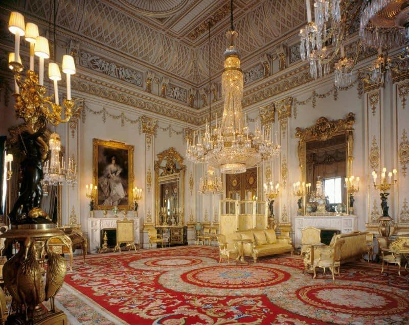 Di chuyển đến cung điện hoàng gia Anh