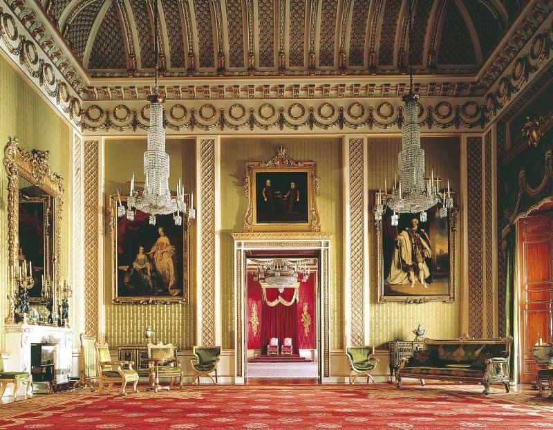 Bên trong cung điện