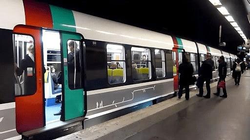 Tàu RER ở Paris