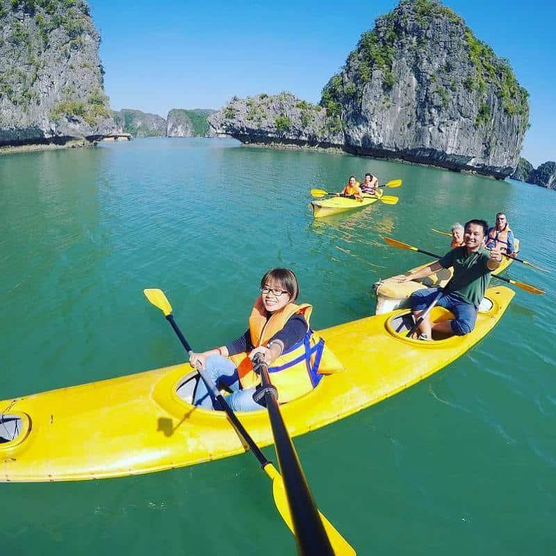 Chèo thuyền kayak ở Vịnh Lan Hạ
