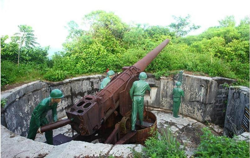 Tham quan hầm pháo đài thần công